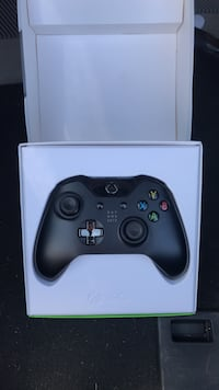 black Xbox One controller with box Brantford, N3P 1Z6