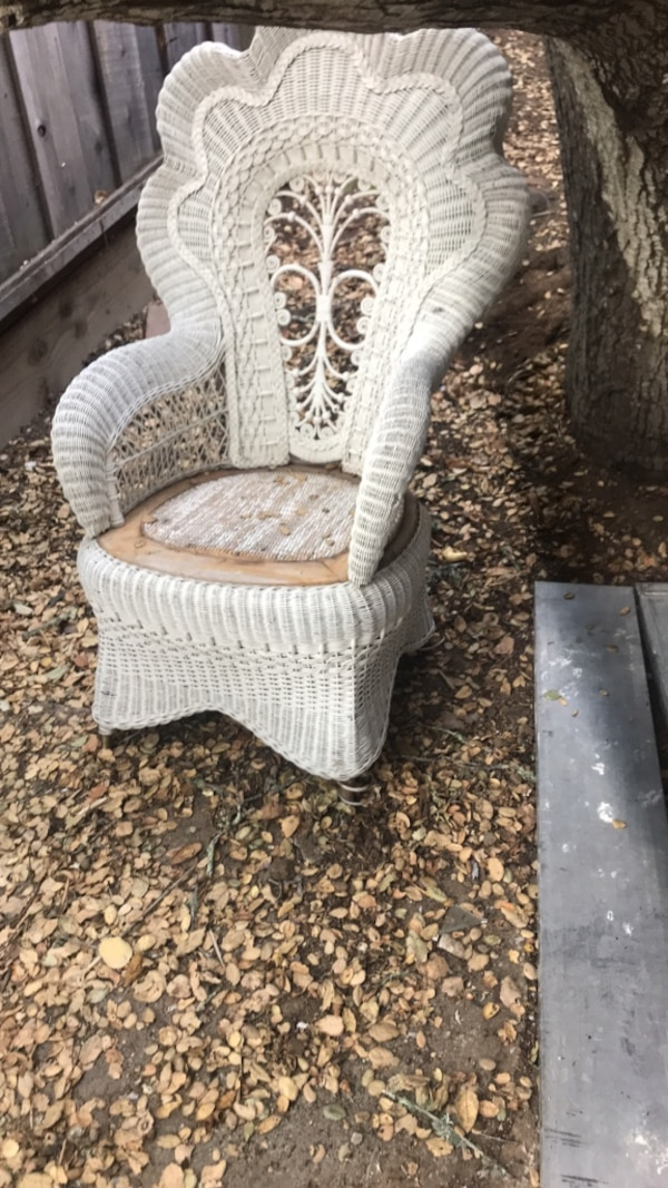 Used White Wicker Side Table With White Ceramic Vase For Sale In San