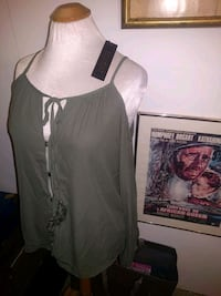 Revamped ooen shoulder top ladies S Edmonton, T5N 2Z9