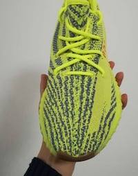 In hand W/receipt Size 11 Brand new adidas yeezy boost v2 semi frozen yellow sz.11 with receipt Woodbridge, 22192