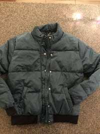 womens green puffer jacket brand new size small Vancouver, V6B 0E8