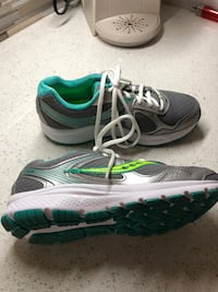 Ladies SAUCONY running Shoes 7.5W LN LaSalle, N9H 2J7