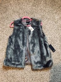 Forever 21 fur vest *new w/tags*