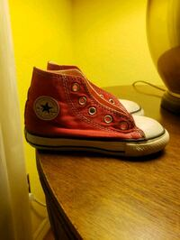 Red Converse for Baby Size 6 c. No laces Stockton