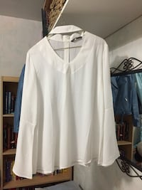 Brand New Asos White Choker Top with Bell Sleeves (size L) Winnipeg
