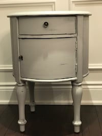 Rustic Shabby Chic Farmhouse End/ Side Table  517 km