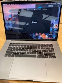 "Late 2016 MacBook Pro 15"" 256g / 16g / 256 g storage"