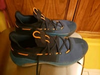 Under Armour shoes men s size 10 1/2 only worn twi