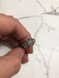 10 kt gold and diamond ring  621 km
