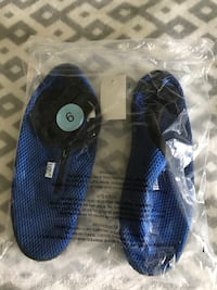 pair of size 9 mesh water shoes