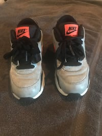 Kids size 13 air nike air max- great condition Vanceboro, 28586