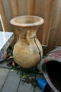 Brand new Large clay pot  Mississauga, L4T 3M9