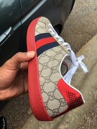Authentic! white and red gucci low-top sneaker Cary, 27513
