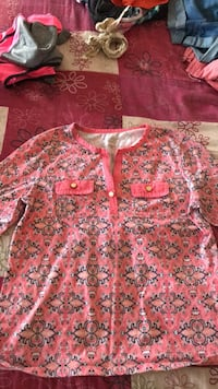 Pink and white floral long-sleeved shirt  Warner Robins, 31008