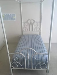 Canopy Bed (make an offer) Pickering, L1X 2J2