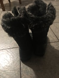 Girls size 4 snow boots  London, N6G 4K8