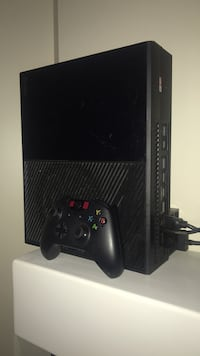 Black xbox one console with controller Findlay, 45840