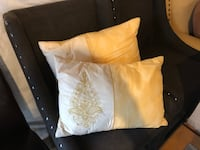 Yellow and white pillows Stephens City, 22655