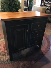 Kitchen Island Handmade. Pull out cutting station. See pictures Hagerstown, 21742