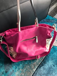 Fuschia Pink leather purse large negotiable New Westminster, V3L 3C2