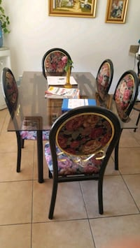Very nice Dining room Glass table For sell!!