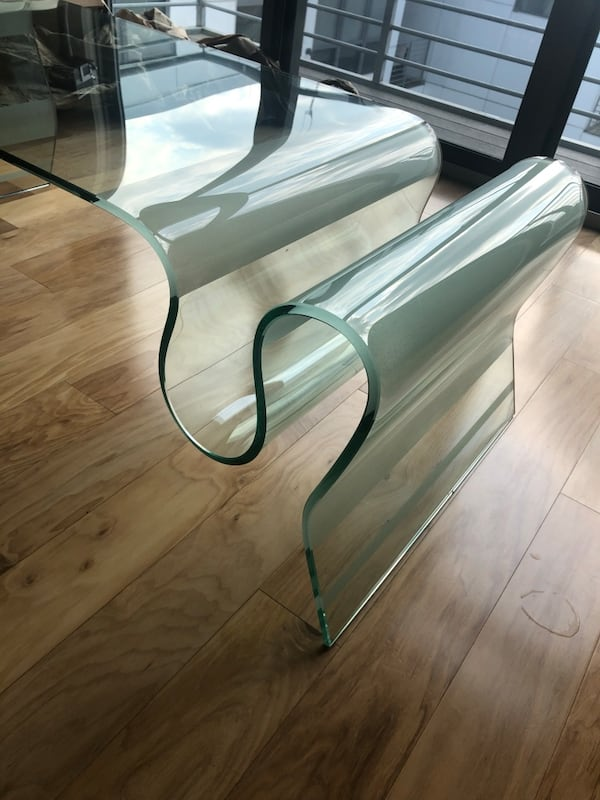 Contemporary glass coffee table df850420-f4a3-4446-aefb-160a9c78c299