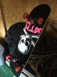 black and white snowboard with bindings St Catharines, L2P 1E7