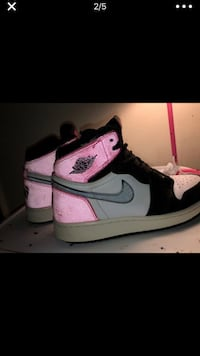 Unpaired black and pink nike air jordan 1 Silver Spring, 20906