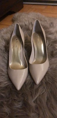 Guess NEW nude pumps size 9 778 km