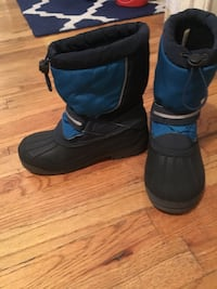 Lands' End Boys snow boots size 4 New York, 10033