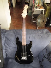 starcaster mini electric guitar by fender clean Los Angeles, 90230