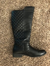 pair of black leather boots Nashville, 37211