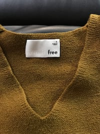 Wilfred free sweater size small  London, N5Z 2V2