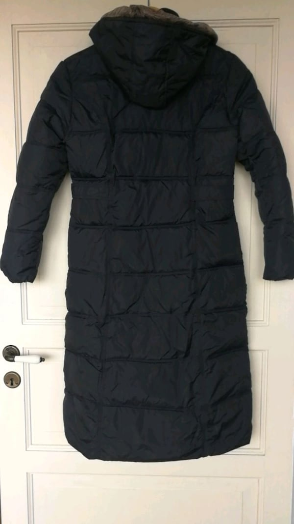 Hooded down jacket size s 52b17696-648b-4aaa-bd54-c53e6398332d