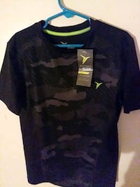 Boys' Old Navy active Go Dry shirt; size(6-7)S