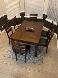 Excellent condition dining room set with extension