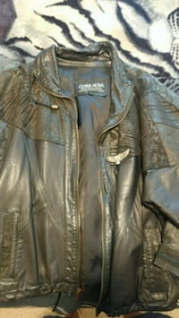 2 leather woman coats size medium small both Kitchener, N2E