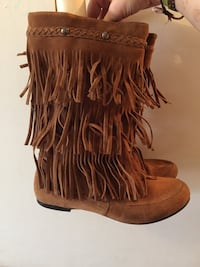 Pair of brown suede mid-calf moccasin boots size 7 Longueuil, J4R 2J7