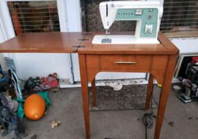 Singer Scholastic sewing machine with table