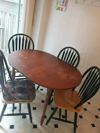 Dining table and chairs Mississauga, L5N 2R9