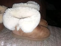 Ugg boots size 5  Temple Hills, 20748