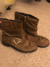 women's pair of brown boots
