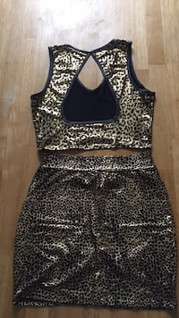 Medium Black and gold set skirt and crop top Lubbock, 79401