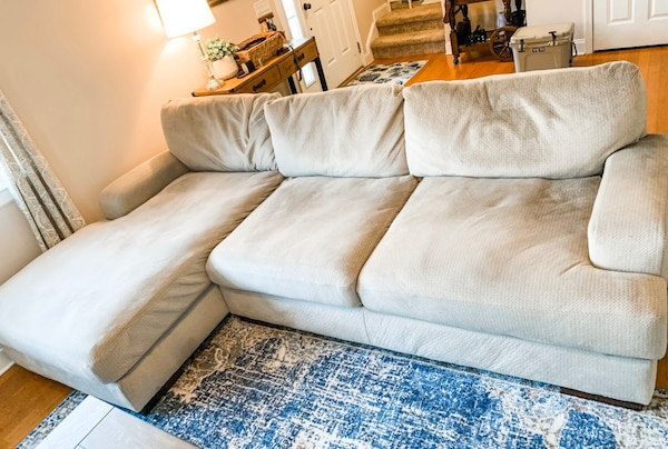Large Grey Couch with Chaise 82f75195-03a1-4d25-bc1a-2afc3f636293