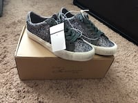 Pair of gray and white low top sneakers Orlando, 32817