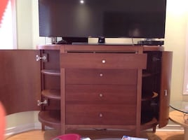 Buffet Pure wood very heavy need 4 people to carry on