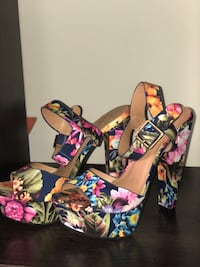 Floral Fashionable Sandals sz 7 Columbia, 29229