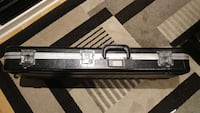 Gator deluxe guitar case (guitar not included)
