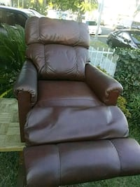 brown leather recliner sofa chair South Gate, 90280