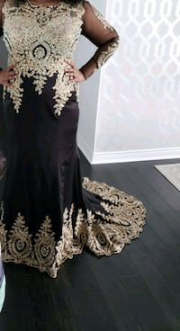 Black and gold gown with train. Paid over 1k  Toronto, M2J 1L3
